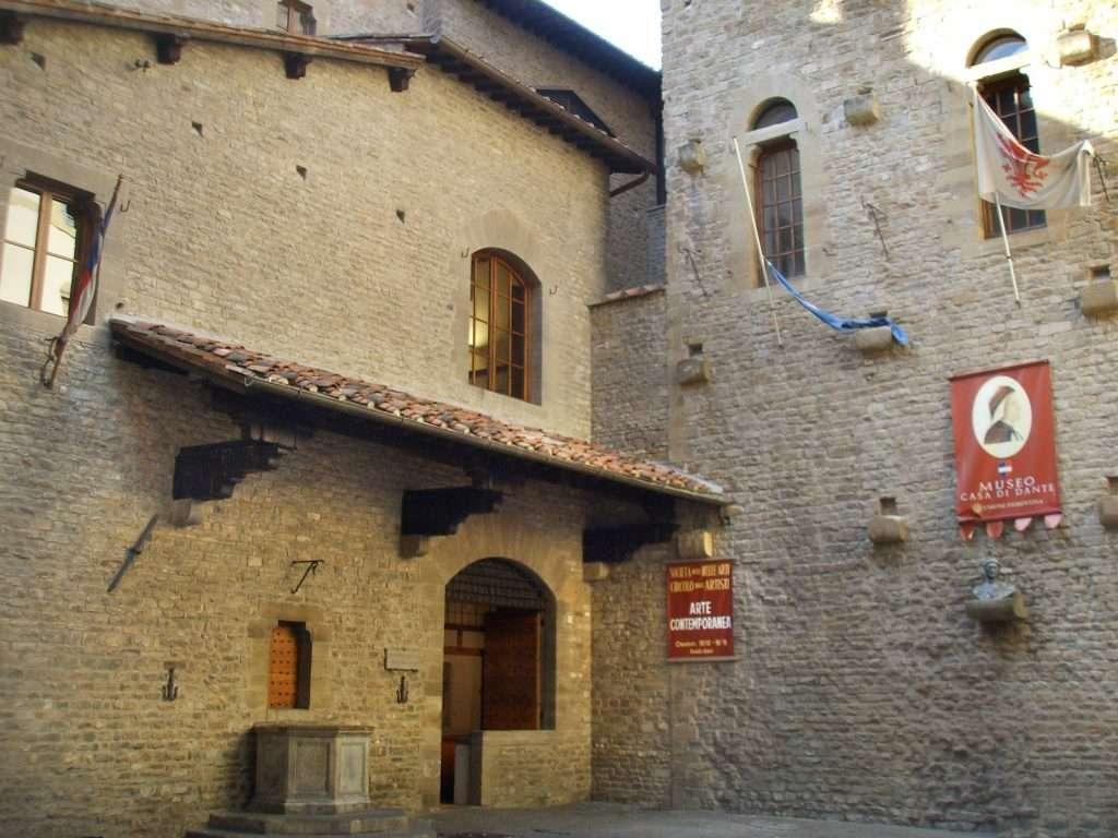 """La """"Casa di Dante"""", sede dell'omonimo museo"""
